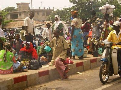 Scène de rue à Cotonou. Photo (c) Antoine Doyen
