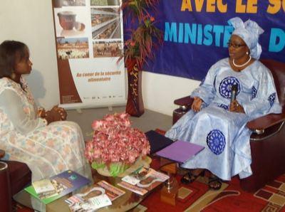 De gauche à  droite, la ministre de l'Elevage et la coordonnatrice des week-ends économiques. (C) Excaf Télécom