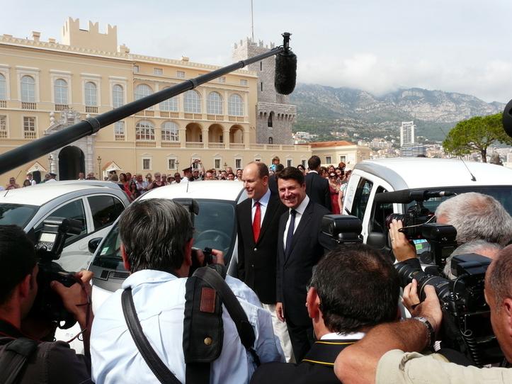 S.A.S le Prince Albert II et Christian Estrosi lors du partenariat à la place du Palais (c) Islem Salmi