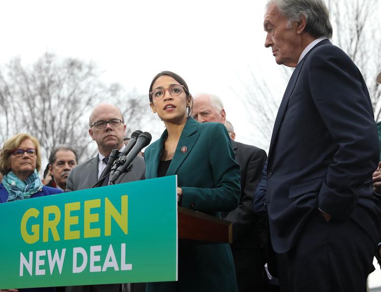 La députée Alexandria Ocasio-Cortez parle du Green New Deal avec le sénateur Ed Markey devant le bâtiment du Capitole le 7 février 2019. Photo : Senate Democrats.