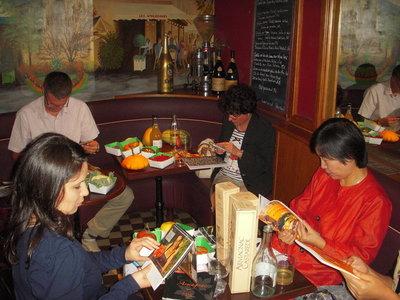 La table des copains. Les Ambassades. La terre et les produits du terroir. (c) Jean-Louis Courleux