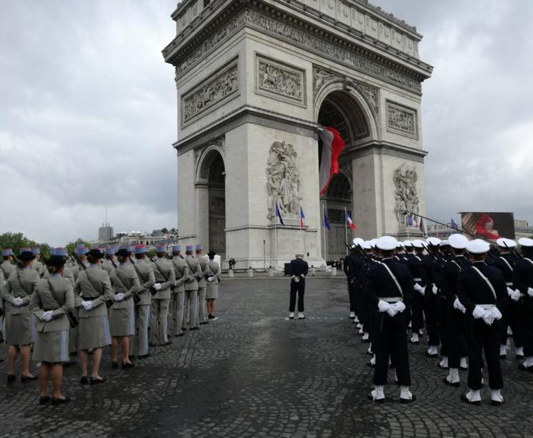 Cérémonie militaire du 8 mai 1945, autour de l'Arc de Triomphe, Paris / (c) E.V.