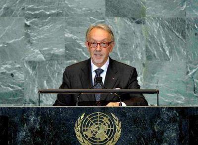 José Badia, Conseiller de Gouvernement pour les Relations Extérieures, à la Tribune de l'ONU à l'occasion du Débat général de la 66e session de l'Assemblée Générale. Photo (c) UN / Rick Bajornas