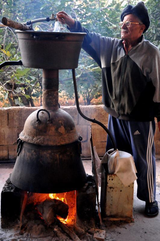 L'arak…entre la chaleur et le froid ! Photo (C) Ibrahim Chalhoub