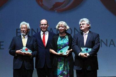 Les lauréats en compagnie du Prince Souverain. Photo courtoisie.