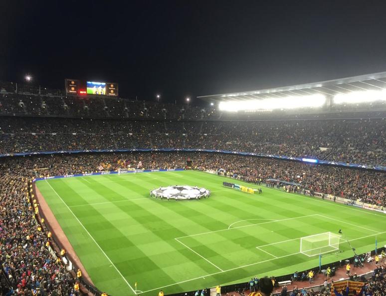 Camp Nou soir de Ligue des Champions, Barcelone (C) FrodeCJ