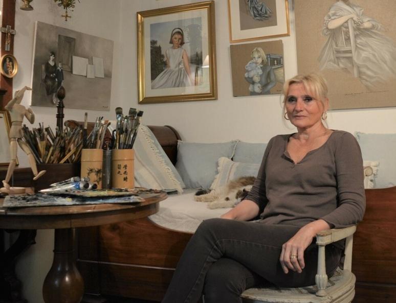 Élisabeth Bourgeat dans son atelier (c) Frédérique Gelas