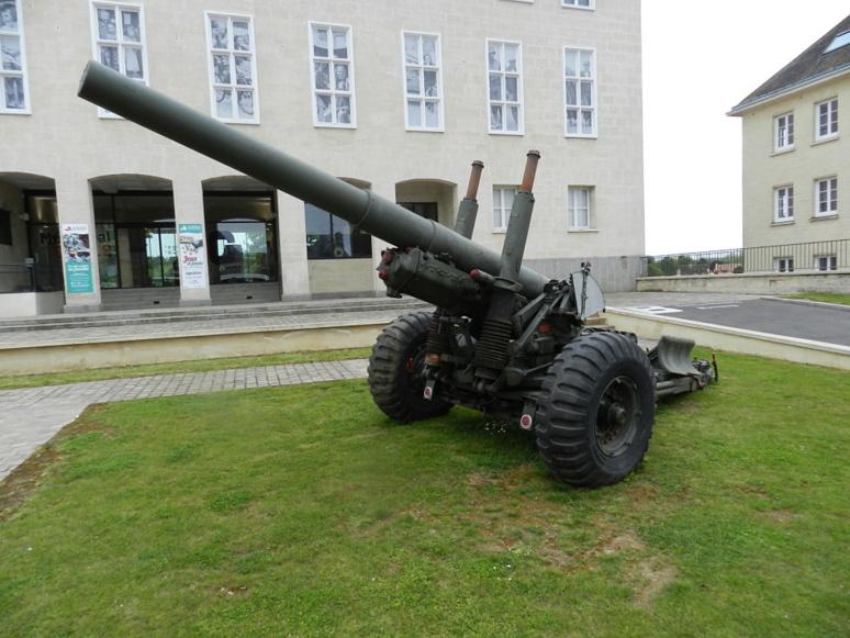 Un canon britannique, obusier de 5,5 pouces – 140mm – est aussi exposé. © J. P.