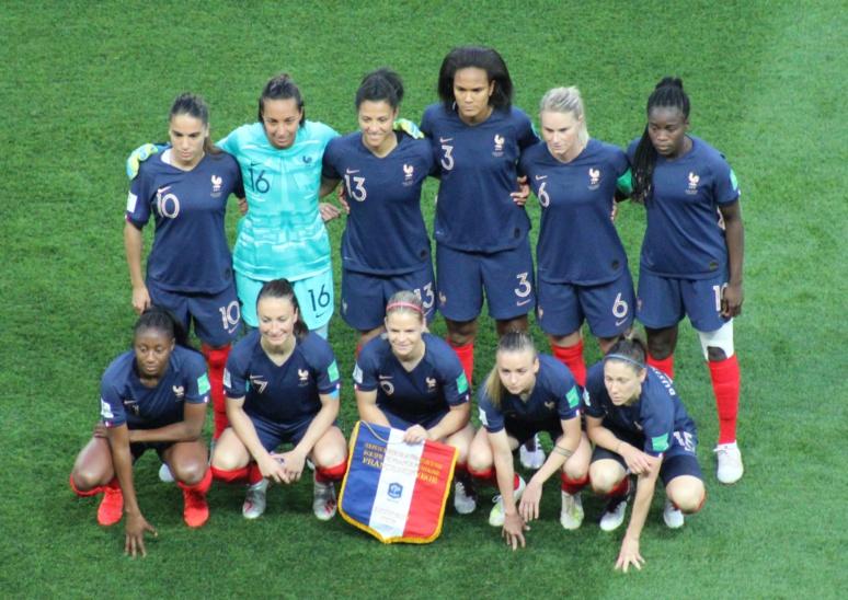 L'équipe de France, avant le combat contre la Norvège. Photo (c) Serge Gloumeaud