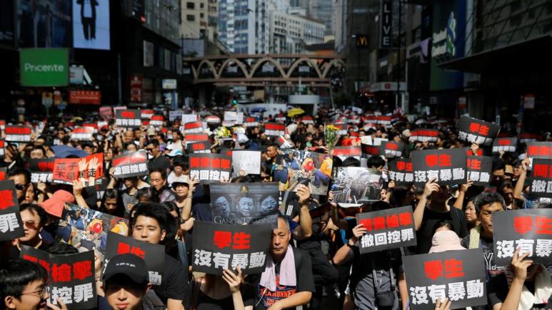 Les manifestants dans les rues de Hong Kong expriment leur colère (c) Thomas Peter/Reuters