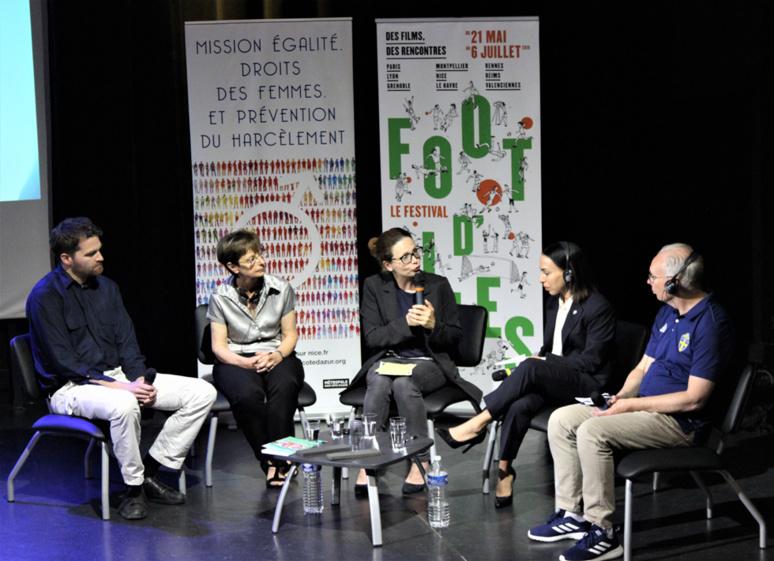 De gauche à droite : Olivier Corbobesse,  Maud Bessi, Fabienne Broucaret, Sevana Ghadimi, Göran Havik. Photo © Serge Gloumeaud