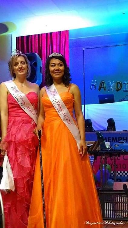 Miss handi Grand Est 2019 aux côtés de Miss handi France 2019 / (c) Steeve Bazar photographie
