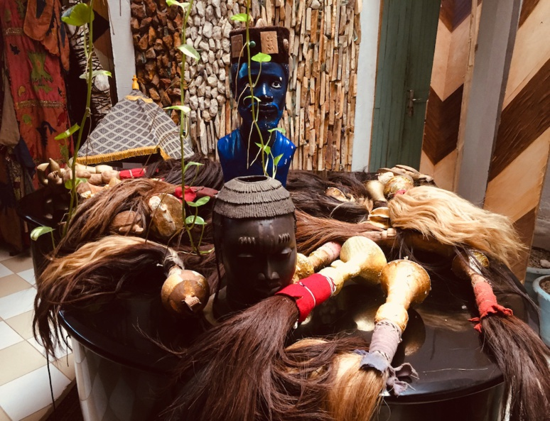Collection de chasse-mouches de l'ethnie N'Zima (c) Laurence Marianne-Melgard