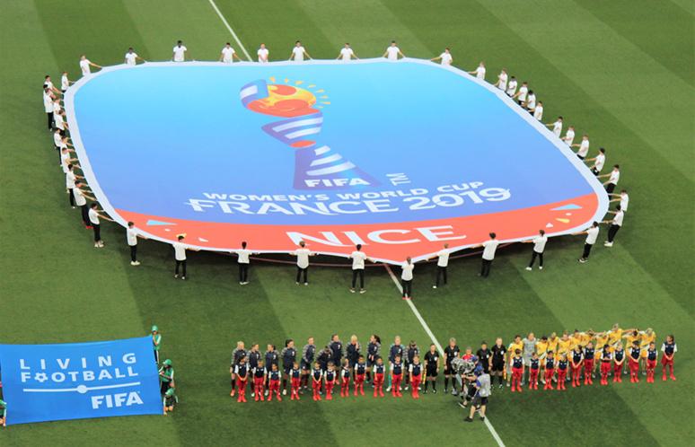 Une compétition, une ville et deux équipes pour un vrai match de football. Photo (c) Serge Gloumeaud