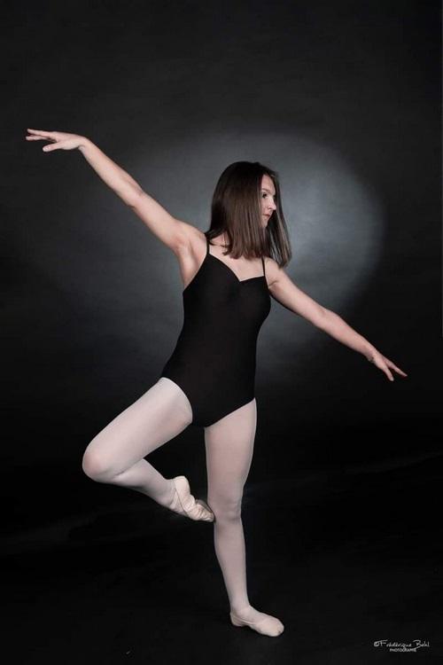 Oceane Andrzejczak s'adonne également à la danse classique (c) photographe Frédérique Behl