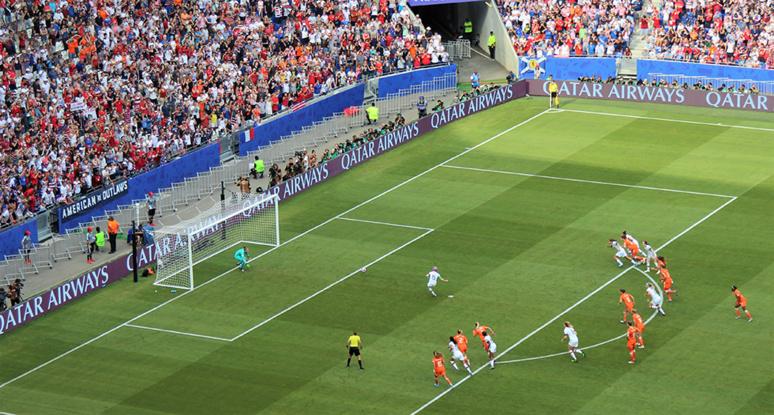Megan Rapinoe, chouchou du public américain et défenseuse des droits des femmes, ouvre le score sur pénalty. Photo (c) Serge Gloumeaud