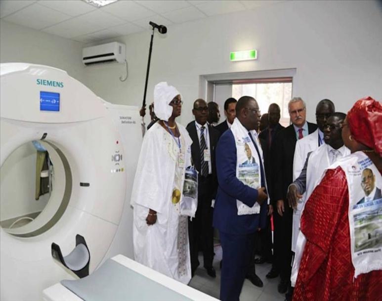 Macky Sall, président de la République du Sénégal lors de l'inauguration du nouveau scanner de l'hôpital Dantec de Dakar en 2017 (c) Khalil Diémé