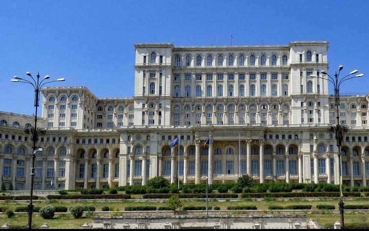 Le Palais du Parlement à Bucarest. Image du domaine publique - pixabay