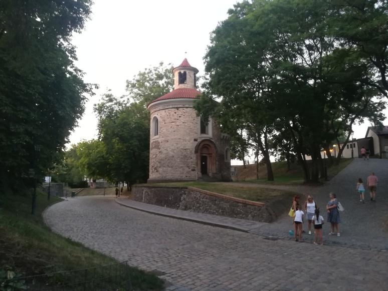 La rotonde romane Saint-Martin, parc du Château de Vyšehrad © J. P.