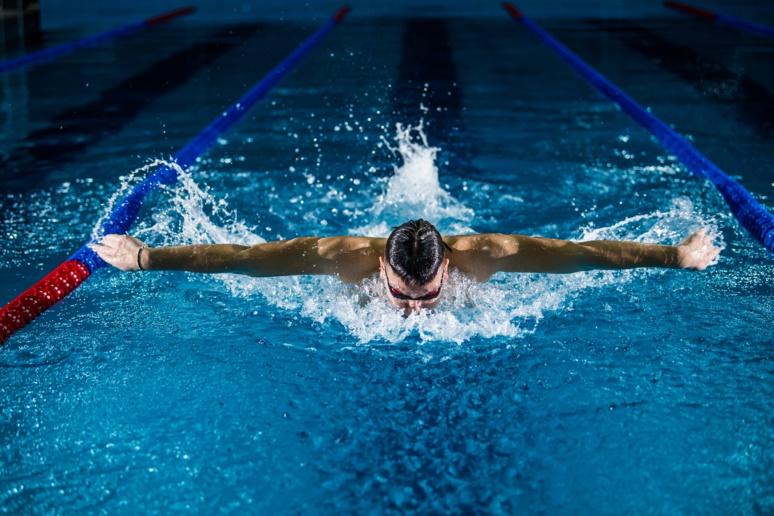 Des lunettes de natation connectées ©Photo by Gentrit Sylejmani on Unsplash