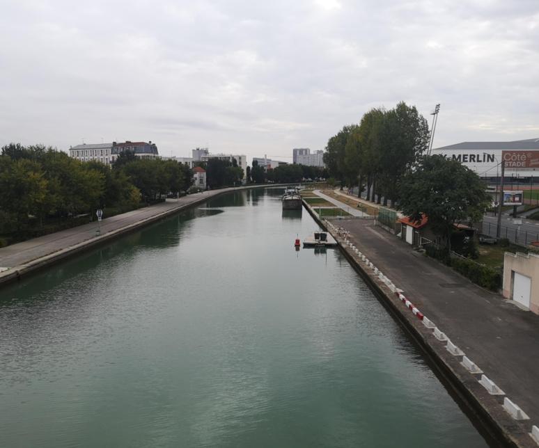 Long de 6,6km, le Canal de Saint-Denis permet d'éviter un méandre de la Seine pour le passage des marchandises. Il fait partie du réseau des canaux parisiens qui s'étire sur 130km. / (c) E.V.