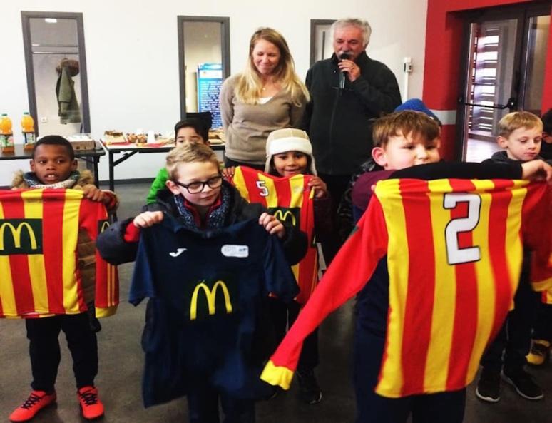 L'école de football de l'ASPTT chez leur sponsor : MacDonald's (C) ASPTT Albi