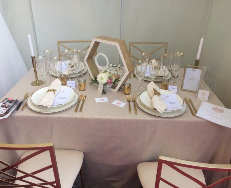 Table de mariage sur le thème chic et romantique du stand Laurence Lacheré (c) Pascale Luissint