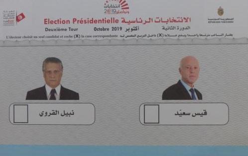 Sur les bulletins du second tour; deux visages : à droite celui de Kais Saied et à gauche celui de Nabil Karoui Crédit photo MB