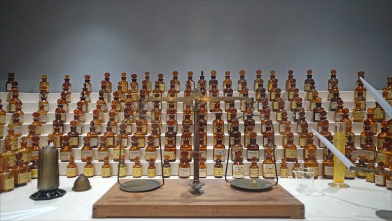 L'orgue à parfums de Jean Carles, directeur de la première école de parfumerie exposé au Musée international de la parfumerie de Grasse (c) Jean Pierre Dalbera