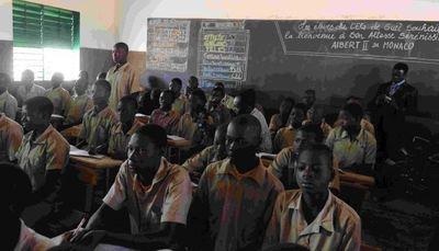 Une salle de classe visitée à Guié au Burkina Faso. Photo (c) Alain Benainous / All Pix