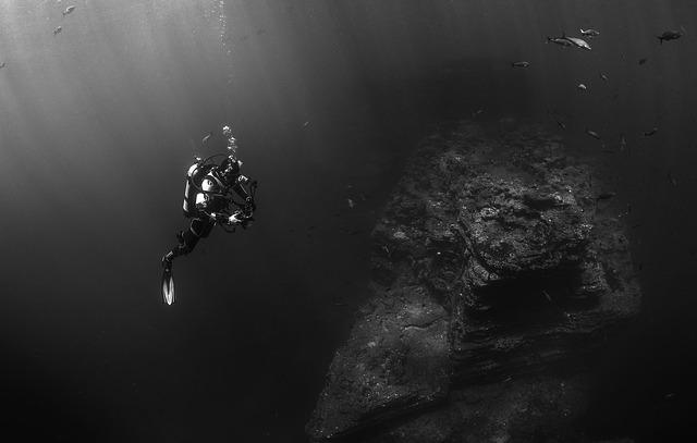 Plongeur en pleine eau (c) Pixabay