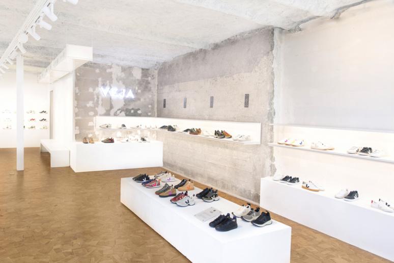Vue d'ensemble d'une boutique VEJA. Credit photo: Nicolas Avanzinelli