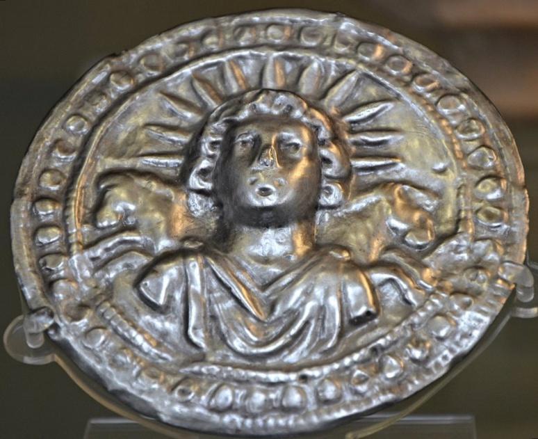Disque en argent à l'effigie du sol invictus (c) Carole Raddato