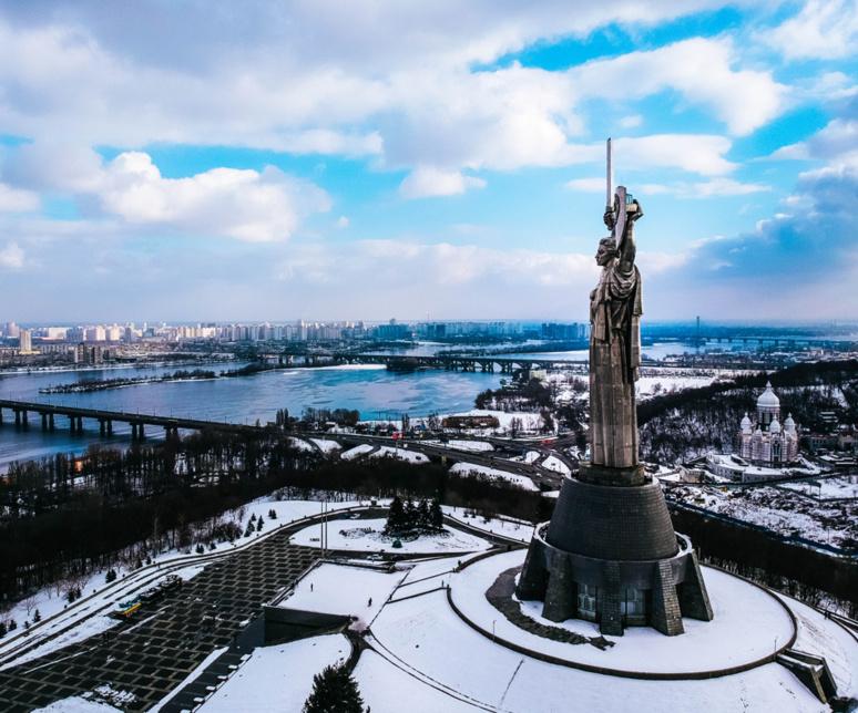 La statue de la Mère-Patrie, érigée en 1981, célèbre la version nationaliste de l'homme idéal soviétique / (c) Denys Rodionenko sur Unsplash
