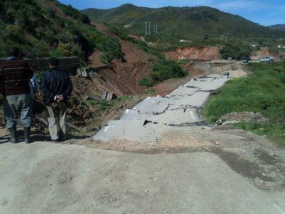 Glissement de terrain sur la RN24 au PK 226+300. Photo (c) Travaux Publics