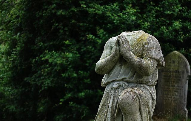 Les enterrements et l'entretien des tombes sont devenus un luxe (c) Pixabay