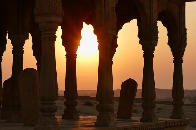 Couché du soleil sur Jaisalmer, dans le désert du Rajasthan, crédit photo: Pixabay / Safran 7