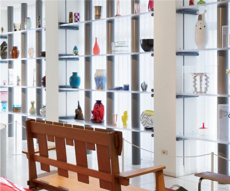 Salle d'exposition dédiée aux objets quotidiens et décoratifs / (c) Design Museum Gent, Object Stories