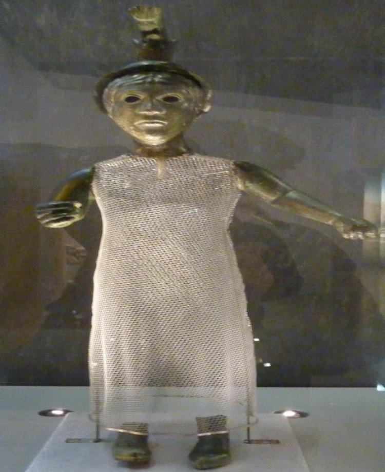 Statue de la mère Brigitte, déesse de la fécondité et de la prospérité (c) Moreau Henri/wikipédia