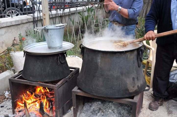 Les hommes aussi cuisinent! Photo (C) Ibrahim Chalhoub