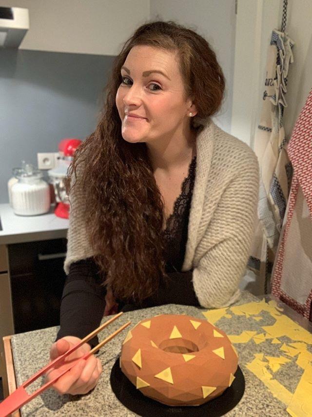 Stéphanie Bienvenu, finaliste du Meilleur Pâtissier saison 8 a préparé un entremet chocolat au lait et passion (c) Stéphanie Bienvenu