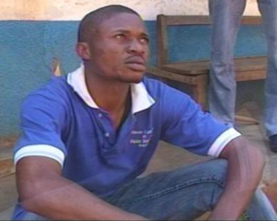 Le cameraman monteur Franck Zongwe, quelques minutes après son agression par la police.