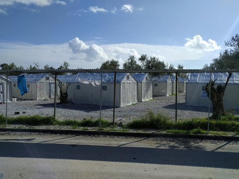 Quelques tentes en bonne état dans le camp de Moria sur l'ile de Lebos, au large des côtes turques. Image par Mustafa Abusalah de Pixabay