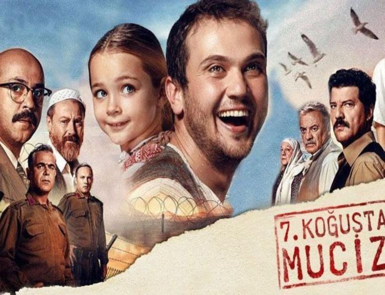 """""""Lingo lingo ! Siseler !"""" L'affiche du film à succès du moment: 7. Koğuştaki Mucize (c) Netflix"""