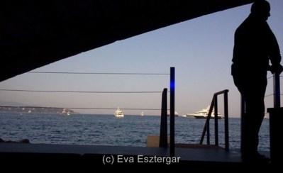 Accès direct par le ponton pour les yachts! Photo (c) Eva Esztergar