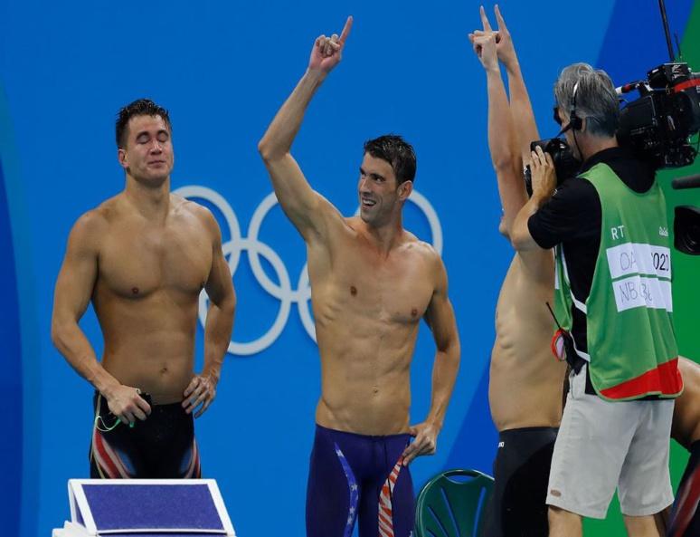 """""""On sait exactement quand ça va arriver (...) et puis là il faut attendre"""", Michael Phelps (à droite lors des J.O de Rio en 2016) (C) Fernando Frazao, Wikipedia"""