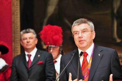 WOA President Joel Bouzou and IOC Vice-President Thomas Bach at the 2012 Olympians Gala. Photo (c) DR