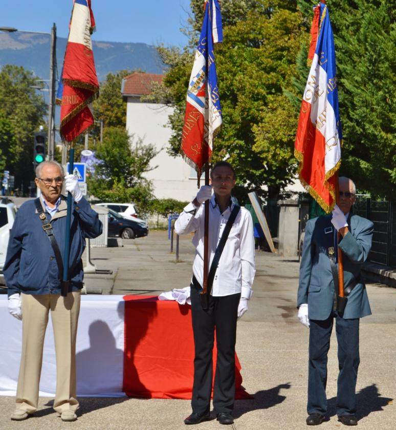 En ce 8 mai, une cérémonie nationale a été retransmise en direct tandis que dans les communes de France, les commémorations se sont déroulées en comité restreint et à huis clos. (c) Marwa Bouchkara - commémoration 2017