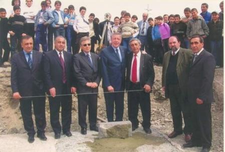 Au centre François Rochbloin et Martin Pashayan (c) l'archive personnel de Martin Pashayan