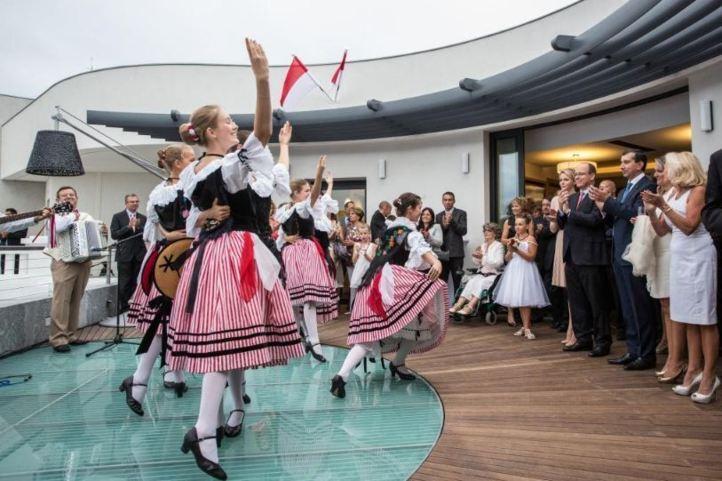 Spectacle de danse (voir la vidéo plus haut). Photo (c) Realis/Conseil National